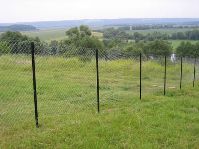 Как и из каких материалов сделать забор на участке