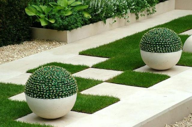 Как правильно укладывать искусственное покрытие под газон