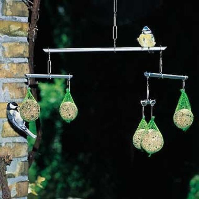 Как смастерить кормушку для птиц своими руками: 7 креативных идей для любителей пернатых