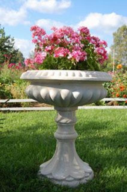Выбираем уличные вазоны для цветов: 23 стильных решения